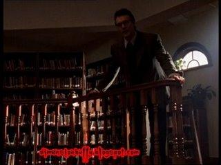 Giles en la biblioteca